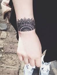 mandala tattoo zum aufkleben mandala tattoo am handgelenk außenseite wie armband tattoo