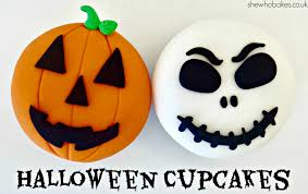 Halloween Cakes Images by How To Make A Pumpkin Cupcake For Halloween She Who Bakes