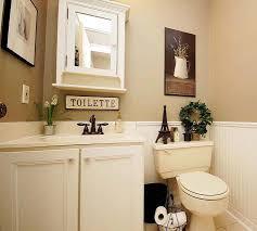 quelques accessoires romantiques pour des toilettes trs ordinaires