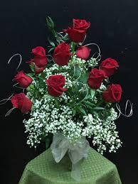 Long Stem Rose Vase Dozen Long Stem Red Roses Arranged In A Vase With Baby U0027s Breath
