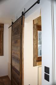 porte interieur en bois massif agencement sur mesure vieux bois caches radiateurs plafond