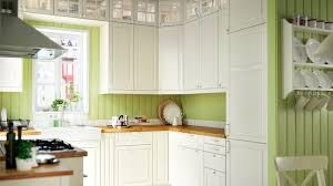 cuisine lambris la couleur verte a t sa place dans une cuisine lambris