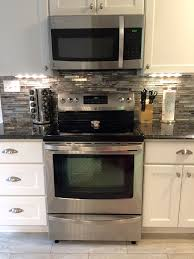 Glass Backsplash For Kitchen by Best 25 Lowes Backsplash Ideas On Pinterest Oak Kitchen Remodel