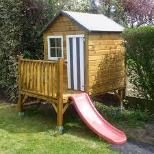 construire son chalet en bois etapes photos comment monter 1 cabane en bois sur pilotis