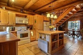 cuisine chalet bois loup blanc au chalet en bois rond cottages apartments tourist