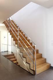 gerade treppe die besten 25 moderne treppe ideen auf moderne