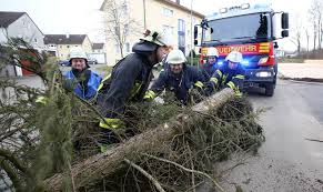 Polizeibericht Baden Baden Unwetterwarnung Für Baden Württemberg Sturmschäden Befürchtet