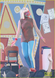 Sia Singing Chandelier Live Sia Performs Chandelier In Clown Makeup Now Photo