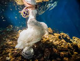 michelle and sean u0027s underwater trash the dress