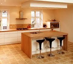cuisine plan de travail bois massif cuisine plan de travail en îlot de cuisine classique clair en