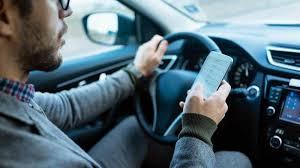 si e voiture téléphone en voiture même à l arrêt c est interdit et passible de