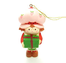 strawberry shortcake ornament with present brown eyed