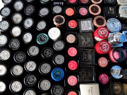 kick red lips downsizing my makeup collection