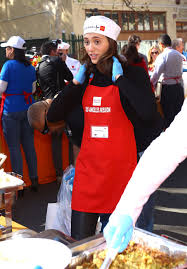 emmy rossum and fiance sam esmail volunteering at la mission s