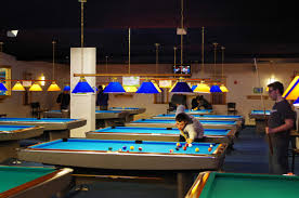university alumni gives pool lessons at illini union the daily
