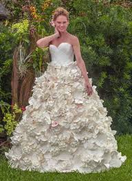 paper wedding dress stunning toilet paper wedding dress wins 10 000 prize you gotta