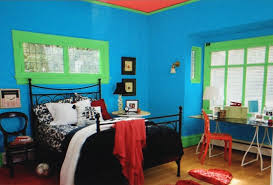 the color scheme of this double complementary bedroom is blue