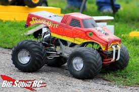 bigfoot 10 monster truck monster truck madness 2 shaving a set of rc4wd rumbles big