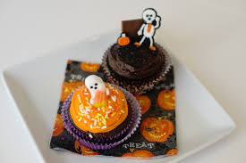 halloween cupcake decorating party savvy sassy moms