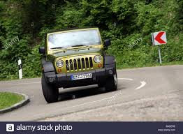 driving a jeep wrangler jeep wrangler unlimited 2 8 crd model year 2007 green metallic