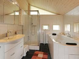 badezimmer mit sauna und whirlpool bad mit whirlpool qx31 hitoiro