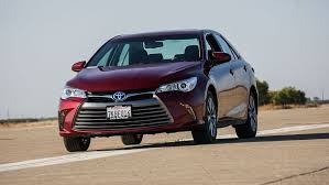 how does the toyota camry hybrid work 2016 toyota camry hybrid review roadshow