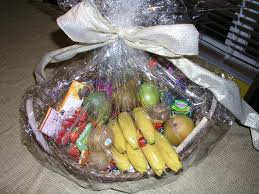 gift fruit baskets file wrapped fruit basket jpg wikimedia commons