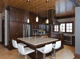 cuisine brun et blanc ogee blanc armoire de cuisine brune plafond en bois search