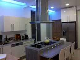 cuisine avec spot eclairage meuble cuisine led clairage de cuisine 35 suspensions ou