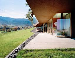 L Shaped House With Porch 15 Hillside Homes That Know How To Embrace The Landscape