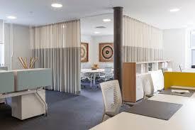 Wohnzimmer Einrichten Grundlagen Vorhang Als Raumteiler Im Vitra Showroom New York Akustik News