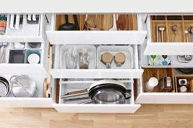 rangement dans la cuisine un rangement optimisé avec les organiseurs de cuisine