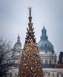hello christmas tree hello wood builds christmas tree from 5000 pieces of firewood