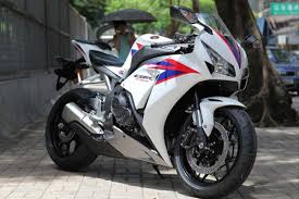 honda cbr1000rr laptimes specs performance data fastestlaps com