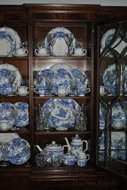 how to arrange dishes in china cabinet happy blue and white monday blue and white dinnerware