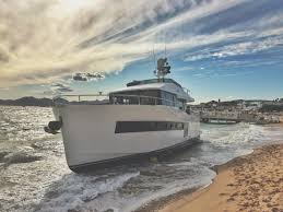 17m yacht beached in cannes yacht harbour