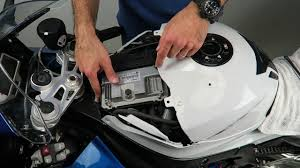 bmw motorcycle change how to change the oem air filter on a bmw s1000rr with sprint