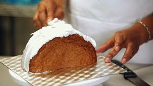 how to shape a purse cake howcast the best how to videos on