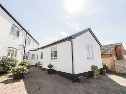 little white cottage with a garden in brierley hill 8383058