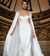 robe de mariã e createur les 25 meilleures idées de la catégorie robe de mariée avec cape