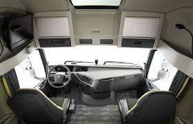volvo truck bus video find volvo u0027s new semi truck stops itself just shy of a
