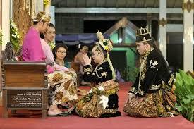 wedding shoes jogja yogyakarta wedding procession photo by poetrafoto indonesia