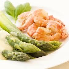cuisiner asperges fraiches salade d asperges et de crevettes magicmaman com