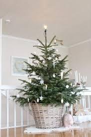 Simple Christmas Tree Decorating Ideas 10 Christmas Tree Decorating Ideas Minimal Christmas Christmas