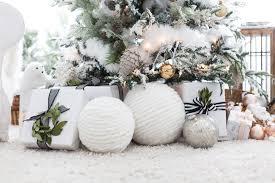 Christmas Livingroom Giant Yarn Orbs Diy