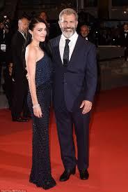 K Hen M El Mel Gibson And Girlfriend Rosalind Ross Attend Blood Father