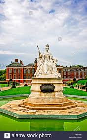 statue of queen victoria in front of kensington palace london