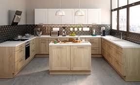 cuisine cocooning tendance des cuisines aux façades en bois clairs et bois plus foncés