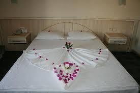 chambre acacia le lit décoré par le service de chambre picture of acacia