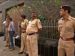 Aamir Khan Home Intolerance Row Hindu Sena Workers Protest Outside Aamir Khan U0027s